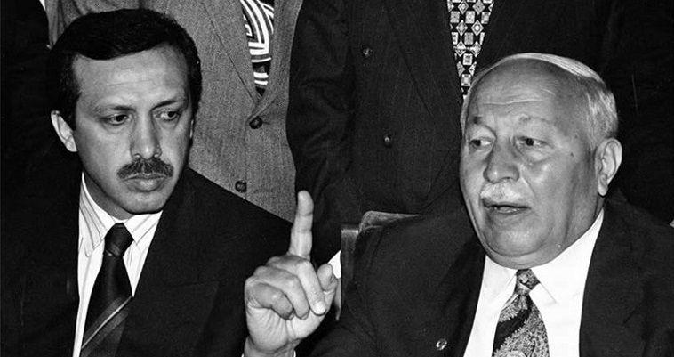 του Σταύρου Λυγερού – Ταπολιτικά κινήματα που έχουν αναφορά το Ισλάμ το αντιλαμβάνονται όχι μόνο ως θρησκευτικό δόγμα, αλλά και ως πολιτική ιδεολογία και ως σύνολο κανόνων κοινωνικής συμπεριφοράς. Η τουρκική εκδοχή του ήταν πάντα μετριοπαθής, συγκρινόμενη με άλλες εκδοχές του. Η εξουδετέρωση του οθωμανογενούς πολιτικού Ισλάμ από τον Κεμάλ δεν έγινε αμέσως, επειδή στην πρώτη τουρκική Εθνοσυνέλευση (1923) συμμετείχαν πολλοί ισλαμιστές. Μόνο όταν ο Κεμάλ ένιωσε ισχυρός στο εσωτερικό προχώρησε σε απαγορεύσεις. Ο νόμος για τη διάλυση των θρησκευτικών […]