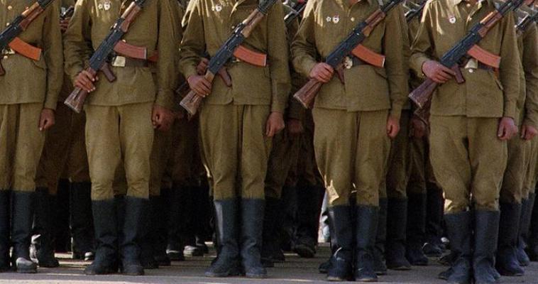 του Γιώργου Λυκοκάπη – «Θα επαναληφθεί το σενάριο του Αφγανιστάν». Αυτός ήταν ο ευσεβής πόθος του επιτελείου του Μπαράκ Ομπάμα το φθινόπωρο του 2015. Τον Σεπτέμβριο του ίδιου έτους οι Ρώσοι έκαναν ένα μεγάλο λάθος για την τότε αμερικανική κυβέρνηση. Αποφάσισαν να εμπλακούν στρατιωτικά στον συριακό εμφύλιο. Η ιστορία έμοιαζε να επαναλαμβάνεται, όλοι έκαναν αναλογίες με την επέμβαση των Σοβιετικών στο Αφγανιστάν το 1979. Αμερικανοί αξιωματούχοι θεωρούσαν με βεβαιότητα πως οι Ρώσοι θα είχαν μαζικές απώλειες στο πολεμικό μέτωπο της […]