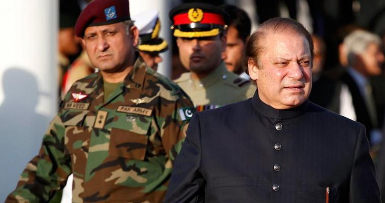 του Γιώργου Λυκοκάπη – «Σήμερα μπορούμε να επιβεβαιώσουμε ότι αναστέλλουμε τη χορήγηση στρατιωτικής οικονομικής βοήθειας στο Πακιστάν, έως ότου η πακιστανική κυβέρνηση λάβει αποφασιστική δράση ενάντια σε οργανώσεις, μεταξύ των οποίων οι Αφγανοί Ταλιμπάν και το δίκτυο Χακάνι.» Η βαρυσήμαντη ανακοίνωση ήρθε από τα χείλη της Χέδερ Νάουερτ, την επικεφαλής του Στέϊτ Ντιπάρτμεντ. Με ένα ιδιαίτερα αυστηρό μήνυμα στο twitter ο Ντόναλντ Τραμπ είχε προαναγγείλει την συγκεκριμένη απόφαση. Ο Αμερικανός πρόεδρος σημείωνε σε ιδιαίτερα σκληρό ύφος πως «το Πακιστάν παρέχει […]