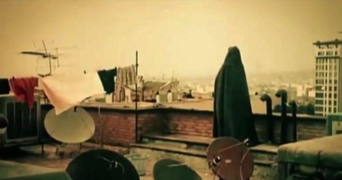 Την άγνωστη στο ευρύ κοινό σύγχρονη κινηματογραφική παραγωγή του Ιράν φιλοδοξεί να παρουσιάσει στο ελληνικό κοινό η Ταινιοθήκη της Ελλάδας, διοργανώνοντας για πρώτη φορά «Ημέρες Ιρανικού Κινηματογράφου». Στις προβολές που θα γίνουν από την 1 έως τις 4 Φεβρουαρίου θα παρουσιαστούν οκτώ ιρανικές ταινίες, έξι μυθοπλασίας και δύο ντοκιμαντέρ, παραγωγής των τελευταίων ετών, οι οποίες πραγματεύονται πτυχές της καθημερινής ζωής σε διάφορα μέρη του Ιράν. Οι ταινίες εστιάζουν στον Άνθρωπο με τον τρόπο του ποιητικού, αισθητικού και χαμηλόφωνου, αλλά παραλλήλως […]