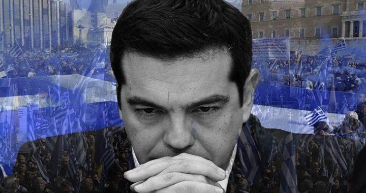 της Νεφέλης Λυγερού – Μετά την εβδομάδα πουπέρασε,η κυβέρνηση χρειάζεται επειγόντως ένα νέο οδικό χάρτη στο μέτωπο του Μακεδονικού. Παρά την αισιοδοξίαγια τηνεπίτευξη προόδου στις διαπραγματεύσεις, την οποίασε κάθε ευκαιρίαεξέφραζαν,τοκαλό κλίμα που υπήρχε αρχικά ανάμεσα στις δύο πλευρές έχει διαταραχθεί. Επιπλέον, πίσω από κλειστές πόρτεςστο Μαξίμου συμφωνούσαν ότι μετά και το δεύτερο ογκώδες συλλαλητήριο, μία συμφωνία που δεν θα κατοχυρώνει ισχυρά τα εθνικά συμφέροντα θα ισοδυναμούσε με πολιτική αυτοκτονία. Προς το παρόν, ο ΣΥΡΙΖΑ επιχειρεί την αποδόμηση του συλλαλητηρίου.Υιοθετήθηκε η […]