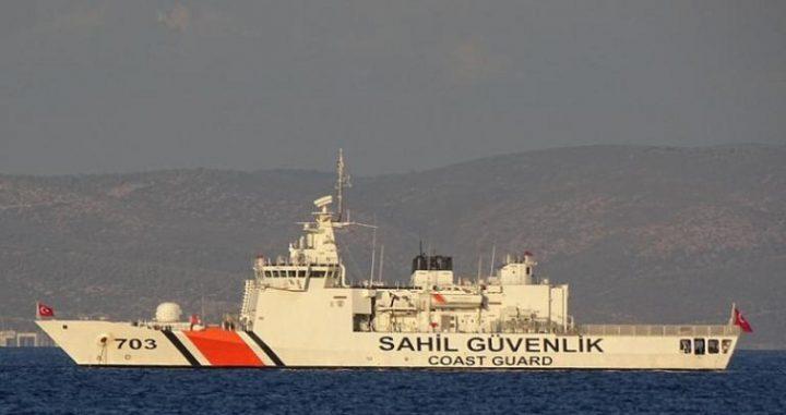 Σοβαρό επεισόδιο σημειώθηκε τα μεσάνυχτα της Δευτέρας στα Ίμια, όταν σκάφος του Λιμενικού Σώματος εμβολίστηκε από τουρκική ακταιωρό. Σύμφωνα με τις πρώτες πληροφορίες η τουρκική ακταιωρός χτύπησε με την πλώρη το πλοίο ανοιχτής θαλάσσης του Λιμενικού Σώματος, προκαλώντας υλικές ζημιές. Από την σύγκρουση δεν αναφέρθηκε κάποιος τραυματισμός, ενώ το σκάφος του λιμενικού μεταφέρθηκε στη Λέρο για επισκευή. Στις 17 Ιανουαρίου είχε σημειωθεί και άλλο συμβάν με τουρκική ακταιωρό, όταν ήρθε σε επαφή με την κανονιοφόρο «Νικηφόρος» του Πολεμικού Ναυτικού, που […]
