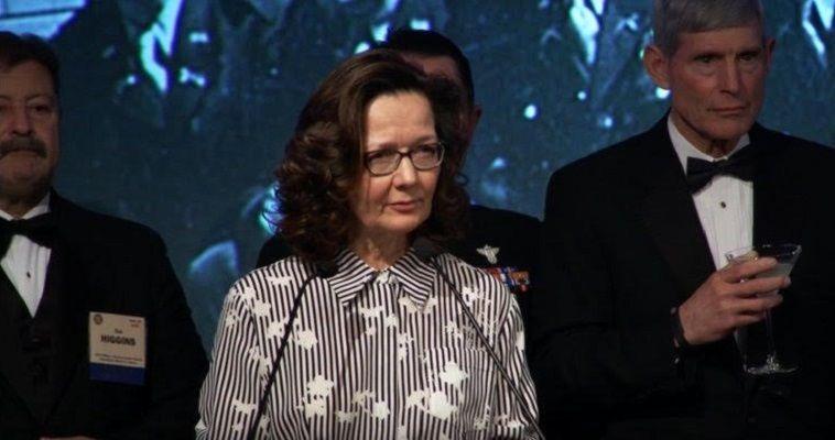 Γράφει η Νεφέλη Λυγερού – Η Τζίνα Χάσπελ είναι η πρώτη γυναίκα που θα αναλάβει το τιμόνι της CIA, εάν η Γερουσία επικυρώσει τον διορισμό της. Πρόκειται για ένα από τα πιο επίλεκτα στελέχη της υπηρεσίας, στους κόλπους της οποίας εργάζεται επί τρεις δεκαετίες. Παρ' όλα αυτά, αποτελεί μία μυστηριώδη φιγούρα για τον έξω κόσμο. Ενδεικτικό αυτού είναι ότι ακόμα και ένα 24ωρο μετά την ανακοίνωση του ονόματός της από τον Ντόναλντ Τραμπ συνεχίζει να κυκλοφορεί στα Μέσα μία φωτογραφία […]