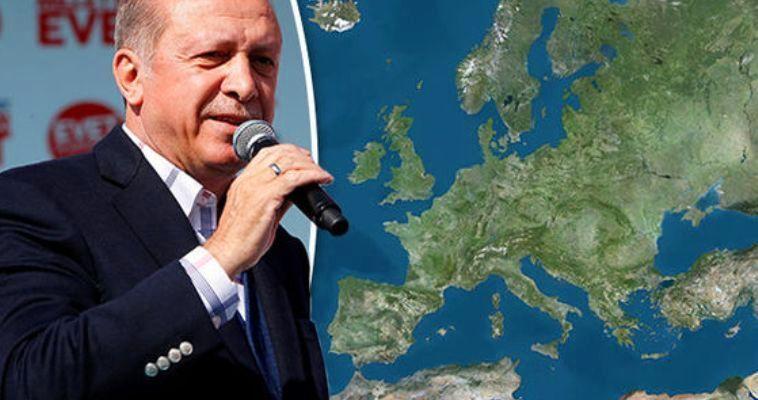 Γράφει ο Κωνσταντίνος Γρίβας – Δυσκολεύεται κανείς να παρακολουθήσει την αλματώδη εξέλιξη της τουρκικής ιμπεριαλιστικής ρητορικής. Ο Ερντογάν δηλώνει ευθαρσώς ότι η χώρα του δεν δέχεται τα «σύνορα που της επεβλήθησαν» και «θα πάρει ζωές» για να την επαναφέρει στις ιστορικές της διαστάσεις. Την ίδια στιγμή στην Ελλάδα επιμένουμε να παραμένουμε εγκλωβισμένοι σε εξαιρετικά περιοριστικές ερμηνείες της τουρκική συμπεριφοράς. Έτσι, συνεχίζουν ακάθεκτες οι ερμηνείες ότι όλα αυτά γίνονται «για εσωτερική κατανάλωση», ενώ αποκλειστικός υπεύθυνος εμφανίζεται να είναι ο «παρανοϊκός» Ερντογάν. […]