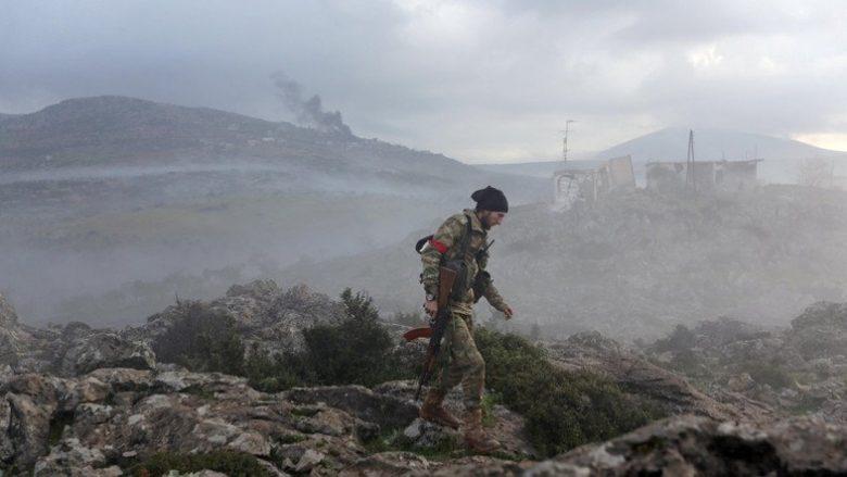 Σύνταξη SLpress.gr – Ήταν 19 Ιανουαρίου, όταν ο Τούρκος πρόεδρος Ρετζέπ Ταγίπ Ερντογάν ανακοίνωνε την επιχείρηση «κλάδος ελαίας» στη Συρία, με εισβολή των τουρκικών δυνάμεων στο Αφρίν. Άμεσα η τουρκική αεροπορία ξεκίνησε να πλήττει στόχους της κουρδικής πολιτοφυλακής στο έδαφος YPG στο έδαφος της Συρίας, ενώ δυο ημέρες μετά ανέλαβαν δράση και οι χερσαίες δυνάμεις. Η αισιοδοξία ήταν τέτοια που, σύμφωνα με τις επίσημες δηλώσεις το Αφρίν θα έπεφτε σε σύντομο χρονικό διάστημα. Σήμερα, εφτά εβδομάδες μετά την χερσαία […]