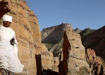 Η πιο ριψοκίνδυνη βάπτιση γίνεται στην Αιθιοπία