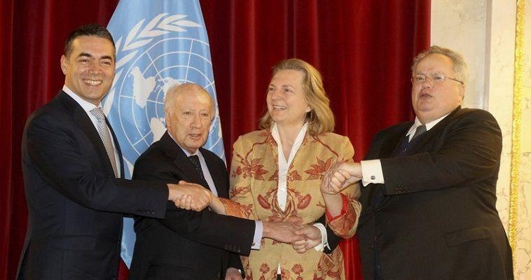 Γράφει ο Σταύρος Λυγερός – Ησυνάντηση Κοτζιά-Ντιμιτρόφ με την παρουσία του Νίμιτς την Παρασκευή (30 Μαρτίου) στη Βιέννη δεν γεφύρωσε το χάσμα που χωρίζει τις δύο πλευρές. Αν και τόσο οι δύο υπουργοί Εξωτερικών όσο και ο μεσολαβητής έκαναν λόγο για πρόοδο, η πραγματικότητα είναι ότι οι βασικές διαφορές παραμένουν. Απλώς, συμφωνήθηκε πως οι διαπραγματεύσεις θα συνεχισθούν μετά το Πάσχα, αν και οι δύο πλευρές είναι εμφανές ότι προετοιμάζονται για το παιχνίδι επίρριψης της ευθύνης στην περίπτωση ναυαγίου (blame game). […]