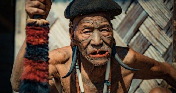Φυλή των Konyak, η τελευταία γενιά κυνηγών κεφαλών