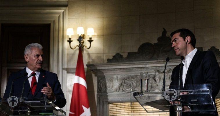 Γράφει η Νεφέλη Λυγερού – Έχοντας ανοικτά όλα τα εθνικά θέματα, η κυβέρνηση Τσίπρα παρακολουθεί με ανησυχία τα τεκταινόμενα στη Συρία. Η Τουρκία χαιρέτισε την πυραυλική επίθεση των ΗΠΑ, της Βρετανίας και της Γαλλίας εναντίον συριακών στόχων, χωρίς αυτό να σημαίνει πως επέστρεψε στο δυτικό στρατόπεδο. Είναι γνωστό, εξάλλου, ότι η Άγκυρα, παρά το φλερτ με τη Μόσχα, δεν αποδέχεται το καθεστώς Άσαντ. Οι εξελίξεις στο μέτωπο της Συρίας έχουν εκ των πραγμάτων επιπτώσεις και στα ελληνικού ενδιαφέροντος θέματα. Πρώτα […]