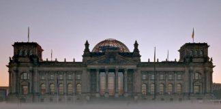 Το Βερολίνο μπροστά στην άβυσσο, Μάκης Ανδρονόπουλος