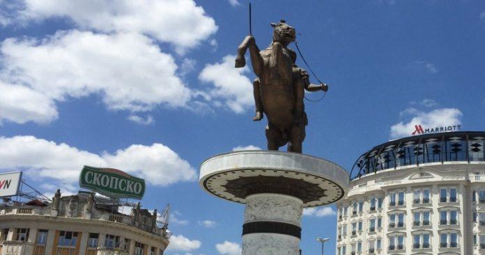 Πίσω από τα μικρά κι αδύναμα Σκόπια, Ελευθέριος Τζιόλας