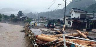 Αυξάνεται δραματικά ο αριθμός των νεκρών από τις πλημμύρες στην Ιαπωνία