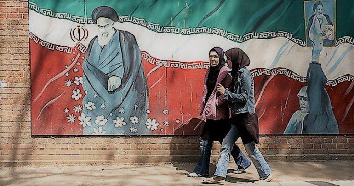 Ανατροπή καθεστώτος στο Ιράν μέσω κυρώσεων, Γιώργος Λυκοκάπης
