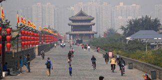 Η Ευρώπη μπροστά στην κινέζικη Σφίγγα, Βασίλης Καραποστόλης