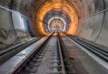 Βγαίνουμε απ' το τούνελ, βγαίνουμε και στο φως;, Βαγγέλης Σαρακινός