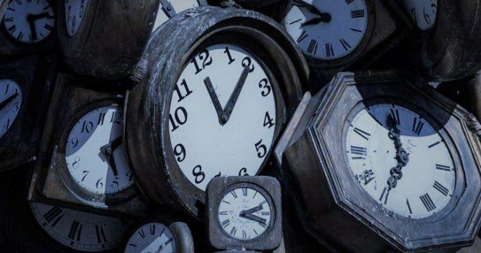 Το νέο, δυσεπίλυτο πρόβλημα της Ε.Ε.: Τι ώρα είναι;, Πέτρος Παπακωνσταντίνου
