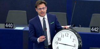 Η πρωτοφανής προχειρότητα της Κομισιόν στην κατάργηση της αλλαγής ώρας, Νίκος Γκίκας