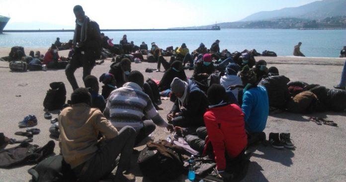 Σχέδιο μεταφοράς μεταναστών από τα νησιά στην ηπειρωτική Ελλάδα