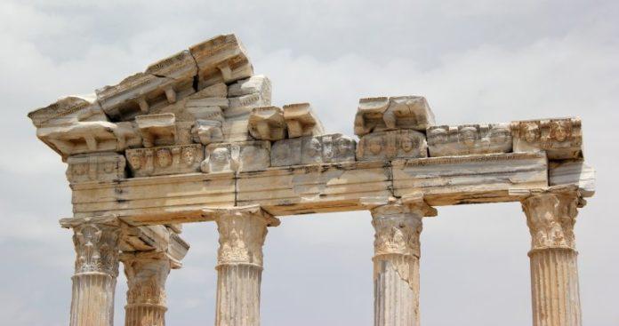 Εγκλωβισμένη σε αναιμική ανάκαμψη η ελληνική οικονομία, Κώστας Μελάς