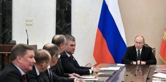 """Ο Πούτιν """"παραίτησε"""" την ρωσική κυβέρνηση"""