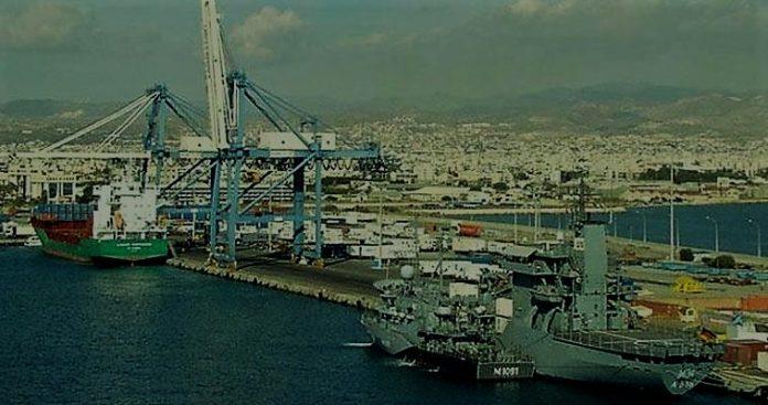 Τουρκικά πλοία έξω από τη Λεμεσό και εμείς με τους