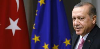 Ο Ερντογάν εκβιάζει από τη Βουδαπέστη την ΕΕ με μεγαλύτερο άνοιγμα της στρόφιγγας, Νεφέλη Λυγερού