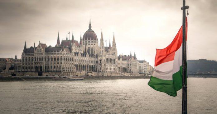 Το εθνικό κράτος στο στόχαστρο - Ουγγαρία και Ελλάδα, Γιώργος Μιχαήλ