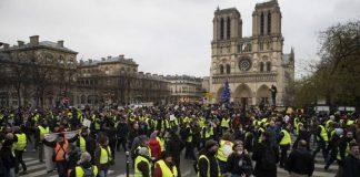 """Κίτρινα Γιλέκα: """"Όλα για τη Notre Dame τίποτα για τους Άθλιους"""", Σταύρος Λυγερός"""