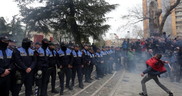 Ο Έντι Ράμα ρίχνει την Αλβανία στο χάος, Αλέξανδρος Αινείας Νεστούρης
