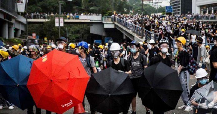 """Χονγκ Κόνγκ: Ο """"Δούρειος Ίππος"""" της Δύσης για την άλωση της Κίνας, Βαγγέλης Σαρακινός"""