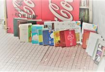 """Οι μικροί θησαυροί που κρύβουν οι """"βιβλιοθήκες"""" των περιπτέρων, Μάκης Ανδρονόπουλος"""
