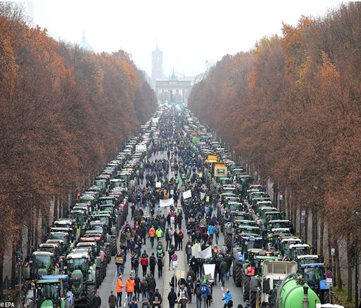 αποκλεισμός του Βερολίνου από 10 χιλιάδες αγρότες που διαμαρτύρονται για την κλιματική οικονομική πολιτική