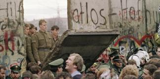 Η πτώση του Τείχους - Από τον κομμουνιστικό στον βελούδινο νεοφιλελεύθερο ολοκληρωτισμό, Κώστας Κουτσουρέλης