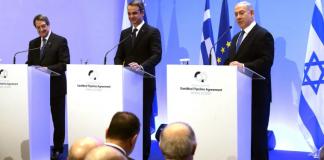"""Δεν θύμωσε μόνο ο Ταγίπ Ερντογάν και οι «κλώνοι» του στην ισλαμική Τουρκία για την υπογραφή της συμφωνίας κατασκευής του αγωγού East Med, από τον Πρόεδρο της Κυπριακής Δημοκρατίας Νίκο Αναστασιάδη και τους πρωθυπουργούς της Ελλάδας και του Ισραήλ, Κυριάκο Μητσοτάκη και Μπενιαμίν Νετανιάχου. Ενοχλήθηκαν και μερικοί οπαδοί της «όποιας λύσης» στην Κύπρο. Και ενοχλήθηκαν επειδή θεωρούν πως αποκλείεται η «μαμά» Τουρκία από το ενεργειακό παιγνίδι στην Ανατολική Μεσόγειο. Και αυτή, βεβαίως, δεν είναι η αλήθεια. Οι τρεις ηγέτες εννοούν ότι από τον αγωγό δεν θα αποκλειστεί καμία χώρα της περιοχής. Υπό ένα όρο: Το σεβασμό του Διεθνούς Δικαίου και των Ανθρωπίνων Δικαιωμάτων. Ενοχλήθηκε και ο """"πολίτης του κόσμου"""" κ. Αντώνιος Λιάκος, μέλος του Πολιτικού Συμβουλίου της Κεντρικής Επιτροπής Ανασυγκρότησης του ΣΥΡΙΖΑ, ο οποίος με την τοποθέτηση του εξευτέλισε και τον πρώην πρωθυπουργό Αλέξη Τσίπρα, ο οποίος ήταν κινητήριος μοχλός της τριμερούς με το Ισραήλ και την Κύπρο για να φτάσουμε στην υπογραφή την επομένη της Πρωτοχρονιάς. Φοβάται ο εν λόγω κύριος, που συμμάζεψε ο κ. Τσίπρας για να …ανασυγκροτήσει το μαγαζί, ότι η ημέρα της υπογραφής του αγωγού East-Med θα αποδειχθεί μοιραία. Και σημειώνει: Πρέπει να απευχηθούμε την πραγματοποίησή του (εννοεί του αγωγού). Και γιατί ο κ. Λιάκος δεν τον θέλει τον αγωγό; Μα επειδή δεν συμμετέχει η κατοχική δύναμη Τουρκία. Ποιος έχασε τη ντροπή για να την βρει ο εν λόγω τύπος, ο οποίος ακούει τη λέξη Κύπρος και βγάζει …σπυράκια! Και εδώ τίθεται το ερώτημα: Υπάρχει η παραμικρή περίπτωση η σημερινή Τουρκία του Ταγίπ Ερντογάν να σταματήσει να απειλεί και να προκαλεί και να γίνει μία κανονική χώρα; Την απάντηση μπορεί να δώσει ο καθένας στη βάση των γεγονότων και των δεδομένων που έχουμε ενώπιον μας. Η κατοχική δύναμη, με δική της απόφαση και ευθύνη, έχει ανοικτά πολεμικά μέτωπα στο Κουρδιστάν, στη Συρία, στο Ιράκ (όπου και εκεί διατηρεί στρατεύματα κατοχής) και την Πέμπτη αποφάσισε να αναμειχθεί στρατιωτικά και στον εμφύλιο πόλεμο της Λιβύης. Η Τουρκ"""