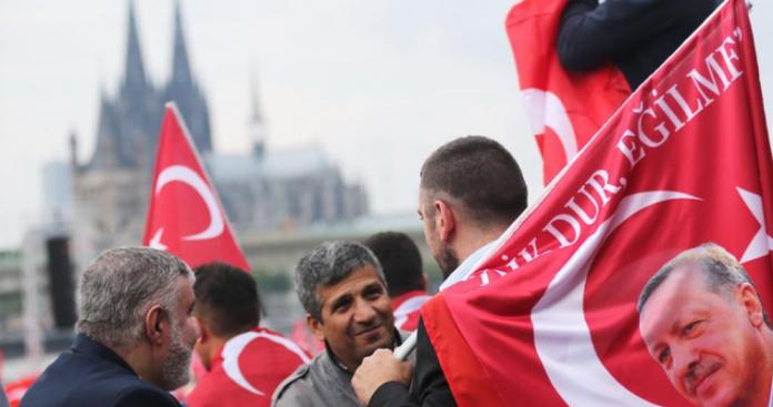 Δολοφονίες γκιουλενιστών και Κούρδων στην Ευρώπη σκαρώνει η MIT
