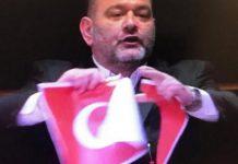 Καταδικάζει το ΥΠΕΞ το σκίσιμο της τουρκικής σημαίας στην Ευρωβουλή