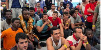 Σε καραντίνα δεκάδες μετανάστες σε πλοίο στο λιμάνι του Παλέρμο