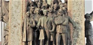 Φταίει ο Λένιν για την ελληνική ήττα στη Μικρά Ασία;, Βλάσης Αγτζίδης