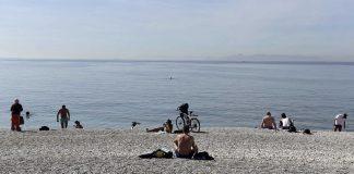 Άνοιξαν οι οργανωμένες παραλίες – Τι προβλέπουν οι υγειονομικοί κανόνες