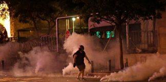 """Οργή, σφαίρες και δακρυγόνα στη Βηρυτό – Απτόητο το """"σύστημα"""" Αούν, slpress"""
