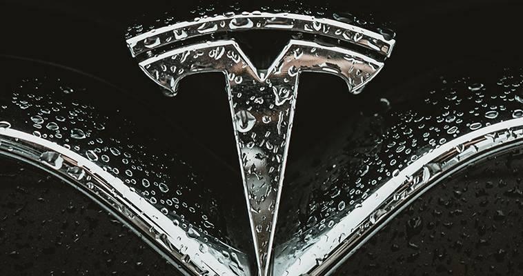 Πως ένα μπλακάουτ εξέθεσε την Tesla