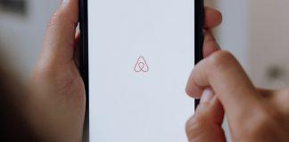 Πονοκέφαλος για το Airbnb τα πάρτυ σε σπίτια