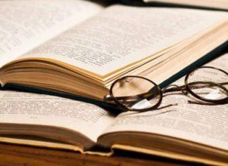 Λογοτεχνική παρενόχληση ή η διδασκαλία της Λογοτεχνίας σήμερα στο Λύκειο, Τριαντάφυλλος Κωτόπουλος