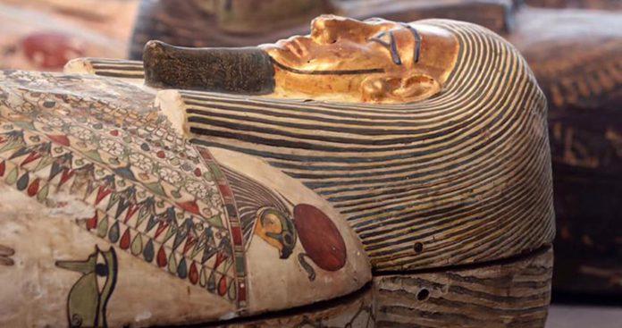 Στο φως εκπληκτικές σαρκοφάγοι και αγάλματα 2.500 ετών (φωτό, βίντεο)