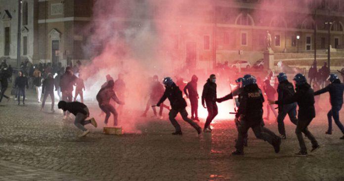 Μετωπική κυβέρνησης-διαδηλωτών για τα μέτρα σε Ιταλία και Ισπανία (βίντεο)