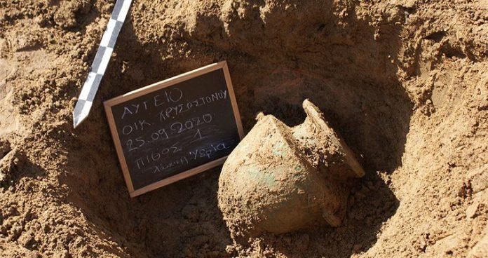 Οκτώ αρχαίοι τάφοι εντοπίστηκαν κοντά στην Αμαλιάδα