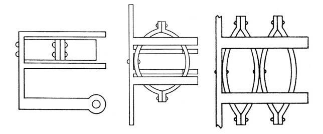 Γραμμική σχεδίαση της διάταξης των ελασμάτων του χαλκοτόνου όπου αριστερά κάτοψη, μέσον πλαγία όψη και δεξιά παραλλαγή της διάταξης με διπλά ελάσματα (Εric Marsen: ANCIENT GREEK AND ROMAN ARTILLERY, TECHNICAL TREATISES, Oxford, 1971).